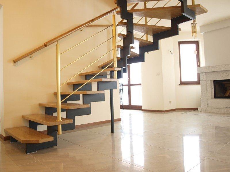 Лестницы на косоурах на заказ