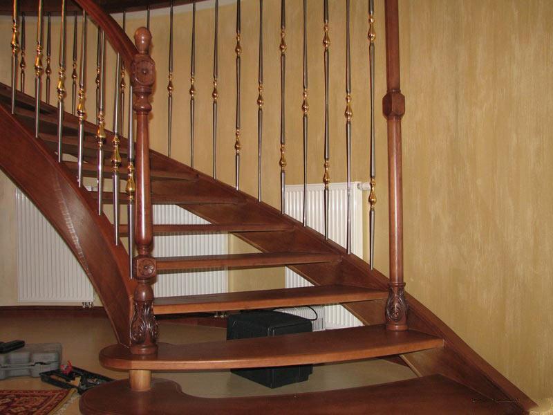 Лестницы на тетивах из дерева на заказ